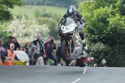 2016_Isle_of_Man_TT_Superbike_race_049
